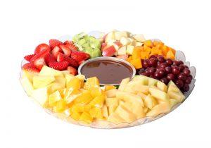 מגש פירות חתוכים בתוספת פונדו שוקולד